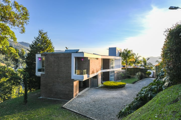 VILLA EL BOSQUE SUPERLUXE MANSION - POBLADO