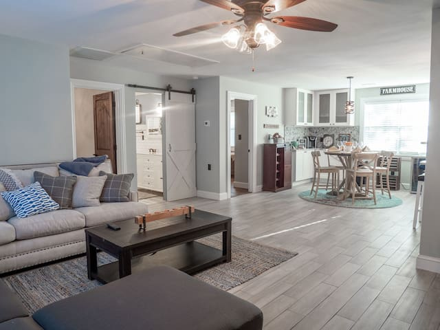 Cozy 2 Bed - Prime Downtown - Heart of Charleston