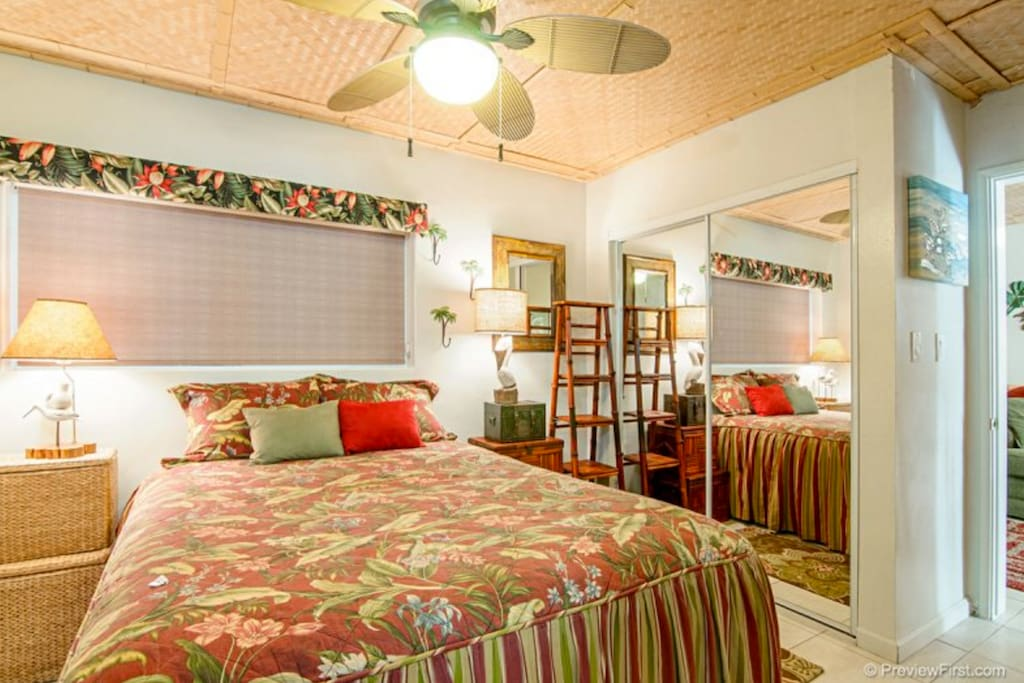 Bedroom Suite Queen-size Bed TV and Ceiling fan Lots of closet space