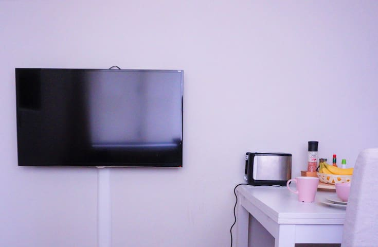 SMART LED TV and ultra high speed wifi