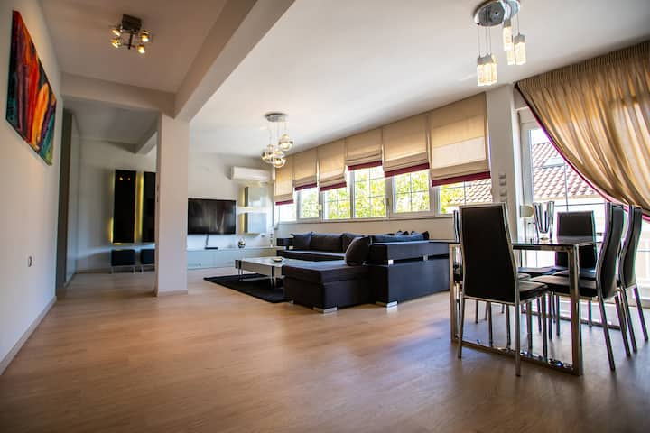 A Stylish Apartment In The Center Of Kastoria