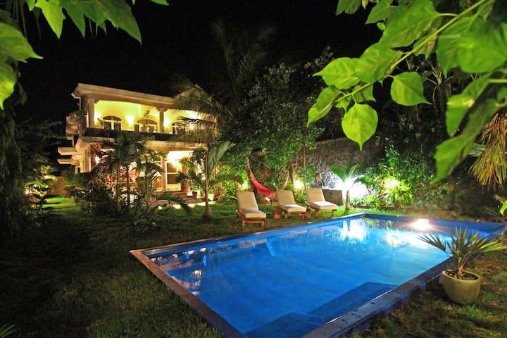 Kashmir Villa, maison typique avec piscine privée - Grand Gaube - บ้าน