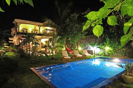 Kashmir Villa, maison typique avec piscine privée - Grand Gaube - 度假屋