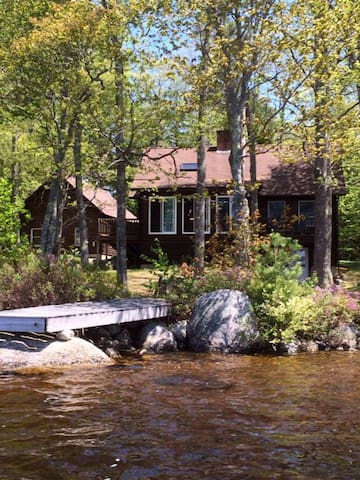 Lakeside Log Home - Surry - Rumah