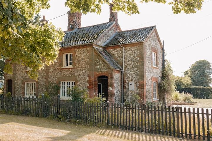 Sunshine Cottage, close to North Norfolk beaches