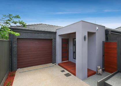 Quiet location 10 mins to Airport & 15 Km to CBD