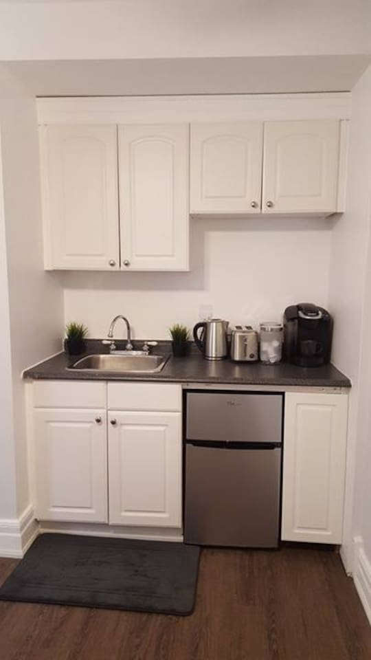 Shared kitchen equipped with Keurig Coffee maker, hot water kettle, fridge and toaster. We provide free coffee pods, and tea.