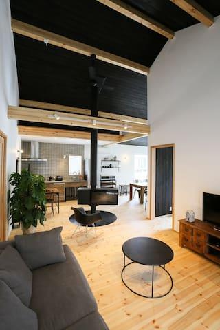 Cozy Cabin Resort for 4 w/Fireplace & WiFi [VOICE]
