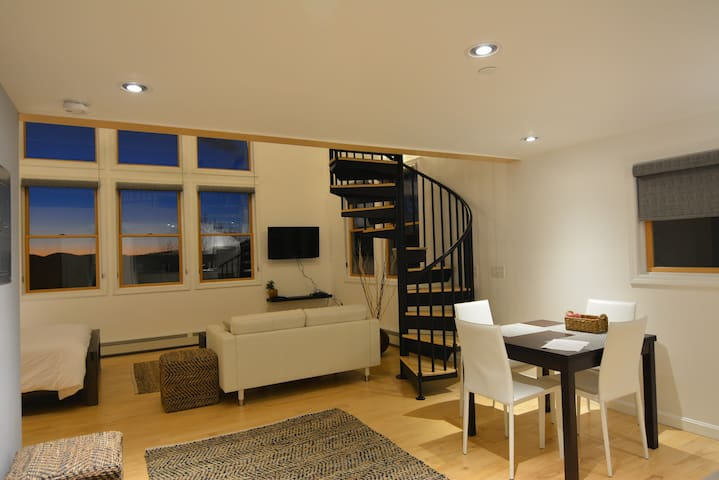 Lion's Gate Lodge, Loft 4 - Huntington - Apartament