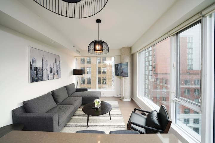 Luxury 1 Bedroom Suite - Downtown Core