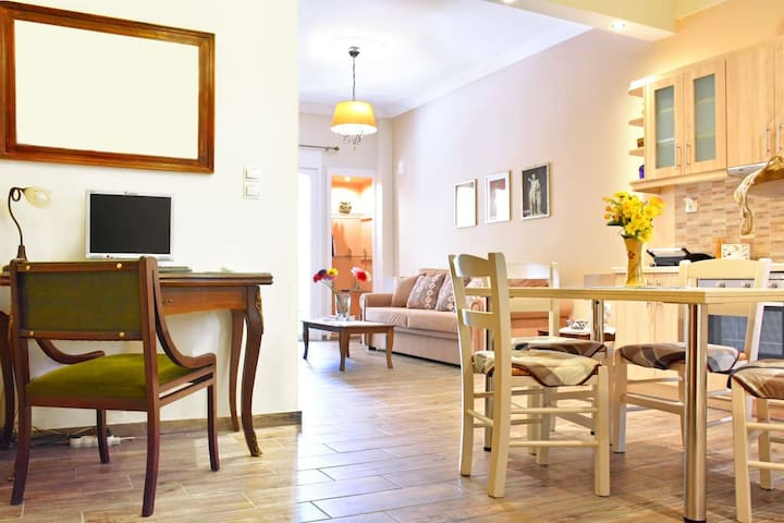Voted best apt in Athens center near Acropolis vl2