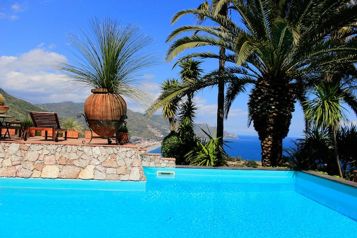 VILLA LOU Exclusive Use with Sea View Pool