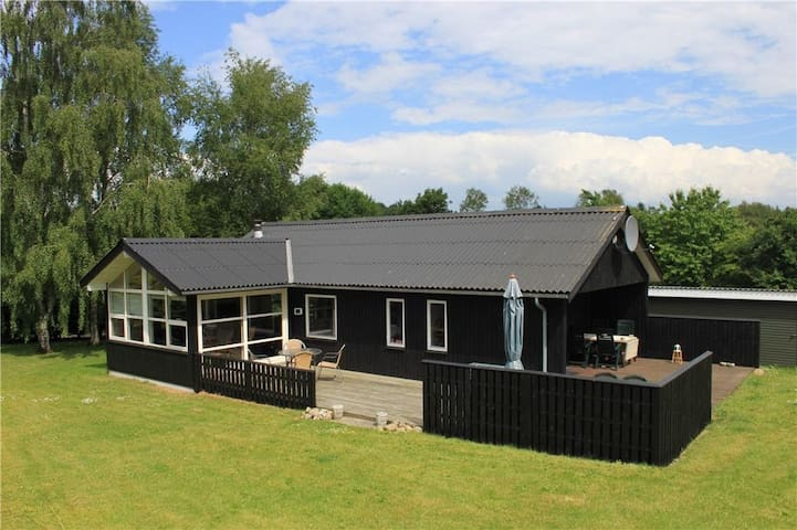 Hyggeligt sommerhus ved Limfjorden - Farsø - Kabin