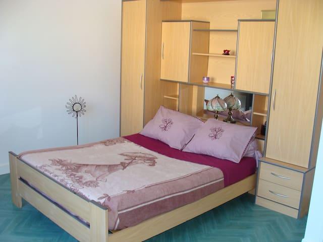 Chambre avec jardin 6 min du centre - Millau - Haus