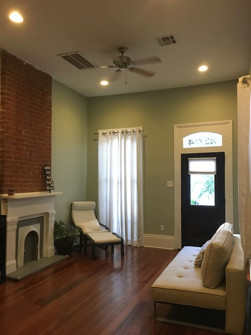 13-foot ceilings and beautiful New Orleans architecture. Spacious front room with pull-out couch (sleeps 2).