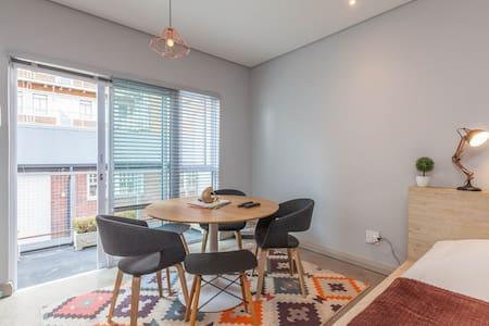 MabonengUbuntu loft-pool+Art museum - Johannesburg