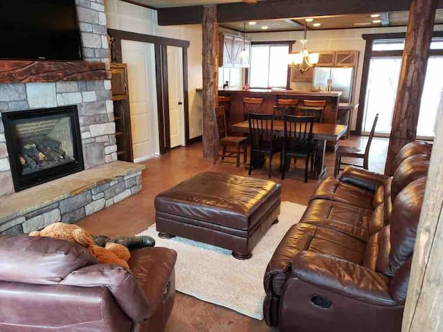 Rising Sun Ranch-Sleeps 24, great for Large Groups