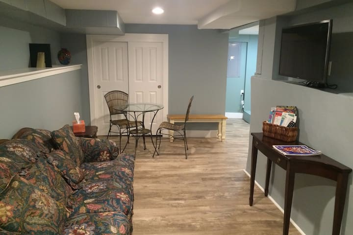 Private Basement Apt in sought-out SE Neighborhood