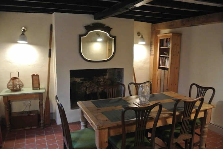 Rosemary cottage: on quiet lane near the River Cam