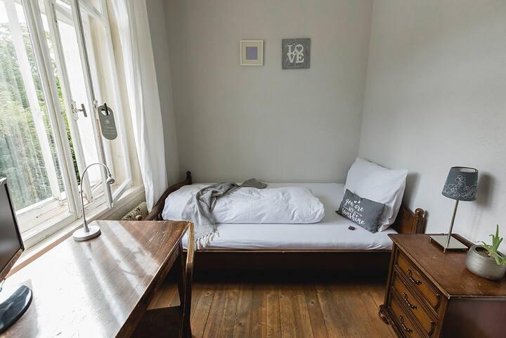 """Villa Donkey Bed & Breakfast Einzelzimmer """"Weiss"""""""