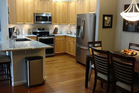Great value in our cozy clean condo - Littleton - Apartament