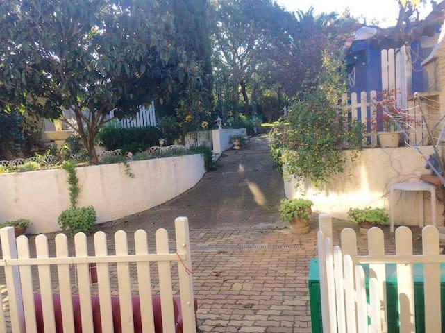 Appartement jardin, proche plage, Montblanc - Montblanc - Lägenhet
