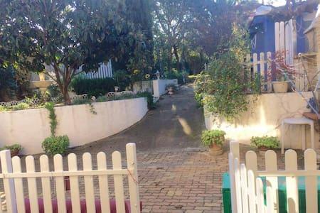 Appartement jardin, proche plage, Montblanc - Montblanc