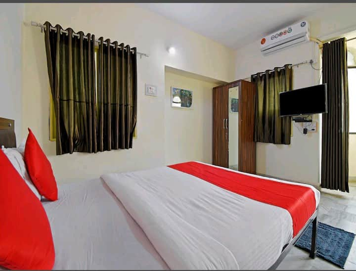 Private A/C Room near Airport By Easystayy