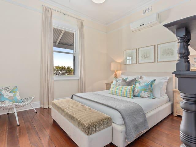 Luxe+Fremantle+4X2+WIFI+Beachhouse+NETFLIX