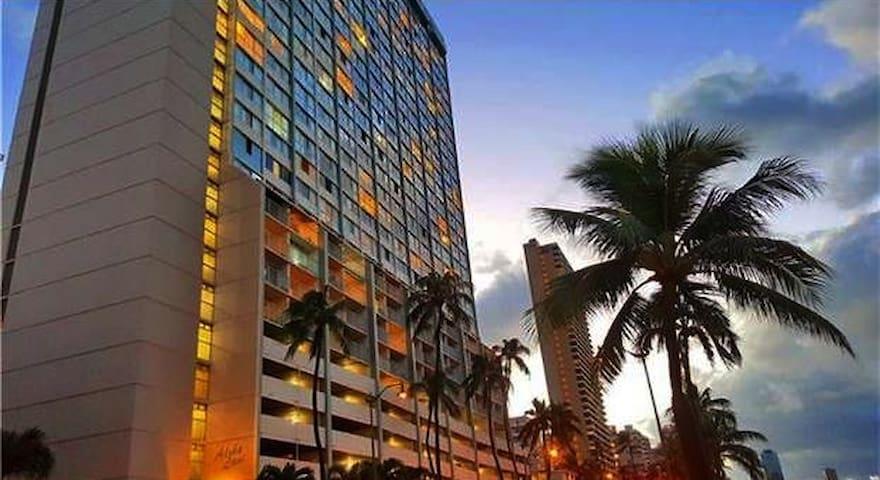 High floor, 1 BR, Heart of Waikiki, Newly Reno'd