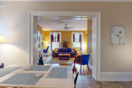 So Cute & Cozy - Private & Quiet in Downtown Troy