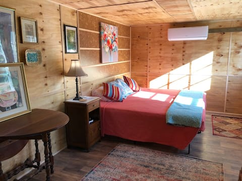 Loafer's Glory Boho Bungalow on 190 mountain acres