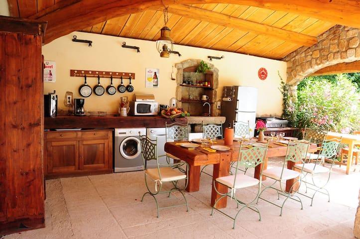 Le cuisine du pool-house