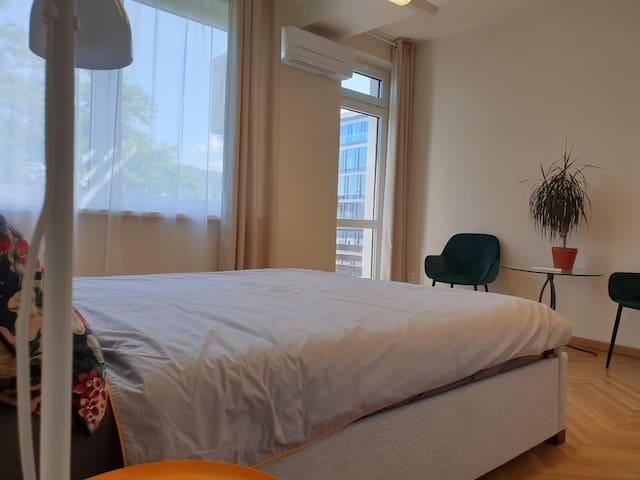4 bedrooms cozy apartment in city center