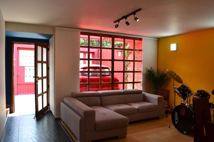 Room in a Colorful Home @Downtown | Parkway Teusaq - Bogotá - บ้าน
