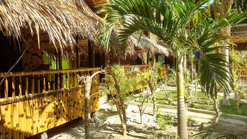 Tropical Hut with Garden View, Hot Shower nr beach