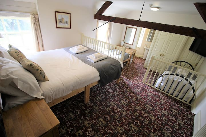 Family Ensuite Room @The Kings Arms