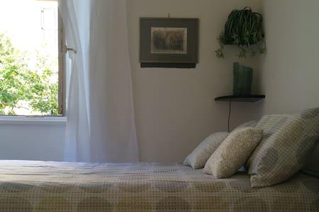 Double bedroom Ostiense Piramide - Condominium