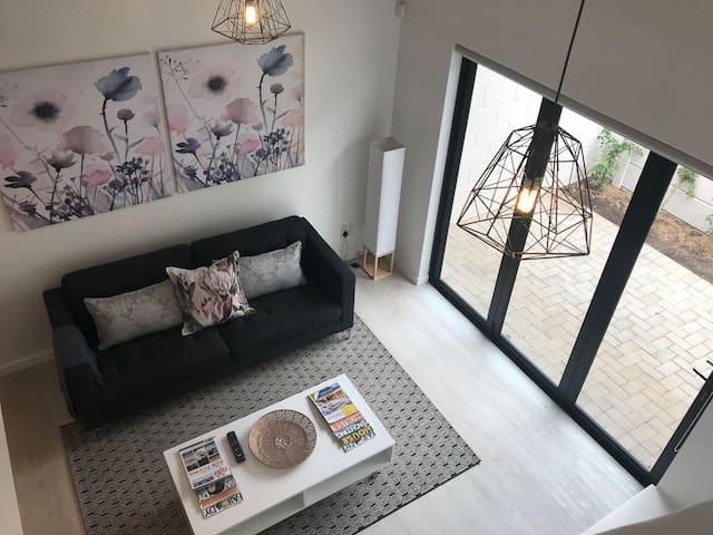 Modern Loft Apartment 4