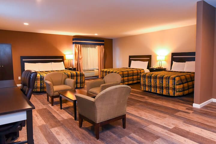 3 Bed Suite w/ Pull-Out Sofabed   Capital Inn