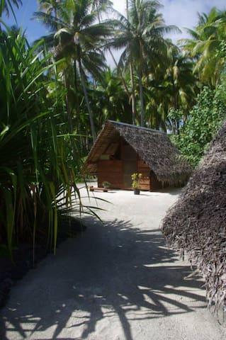 Tifaifai motu Mahare private island