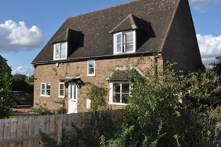 Double Room; Private Lounge; Rural but Convenient - Ringstead - Haus