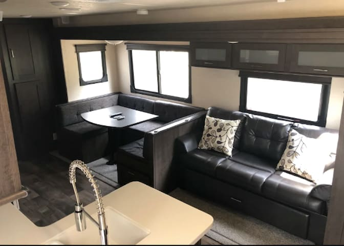 Modern and Spacious Camper, Elliston