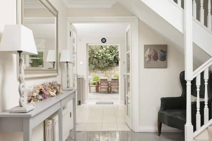 Pulteney Mews House.  Central Bath 3 bed, 3 bath property with courtyard garden and private parking for 2 cars
