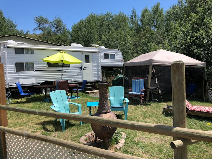 "Sagebrush  Ranch "" Tropical Paradise"" 5th wheel"