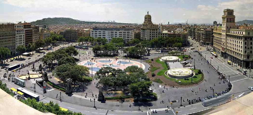 Plaza Cataluña - 8 min walking