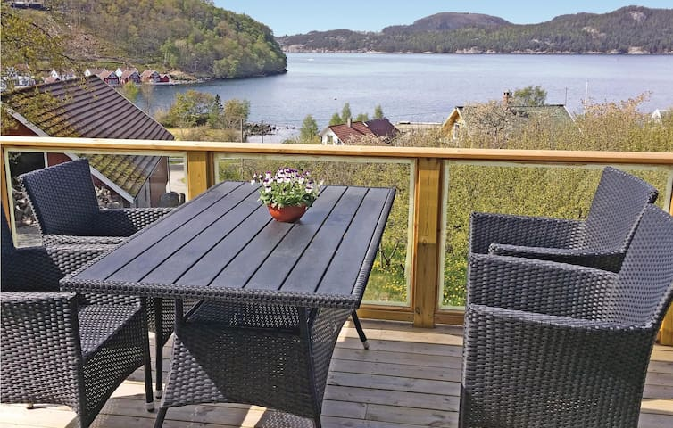 Holiday cottage with 2 bedrooms on 65 m² in Fister