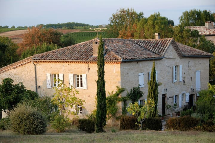 Romantische gite met zwembad in 250 jaar oude wijnboerderi, ideaal voor koppels!