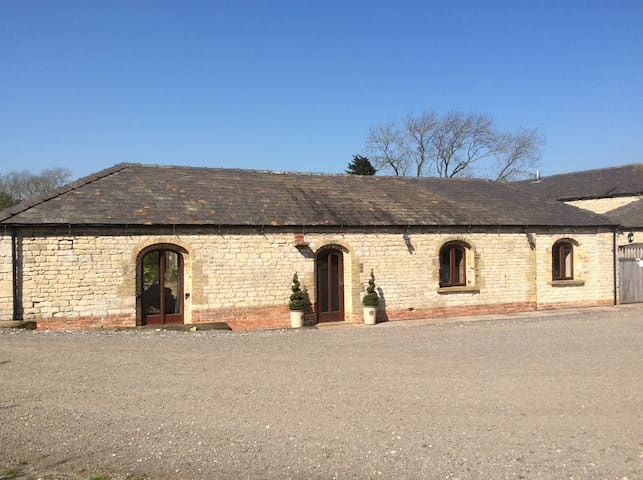 Lovely Stone  Barn Conversion Near Lincoln - Ashby de la Launde - Other