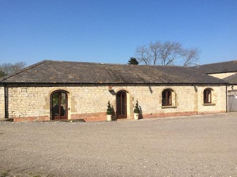 Lovely Stone  Barn Conversion Near Lincoln